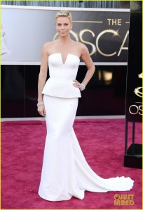 Charlize Theron! Entre os the best looks for me!